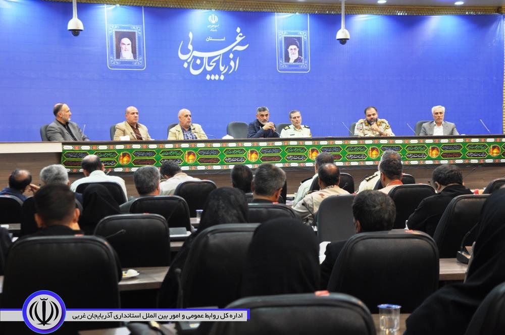 برگزاری نشست صمیمی رئیس ستاد مرکزی مبارزه با قاچاق کالا و ارز با خانواده های معظم شهدا در آذربایجان غربی